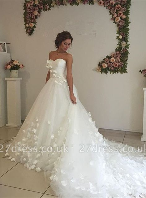 Gorgeous Sweetheart Flowers Wedding Dress With Train Tulle