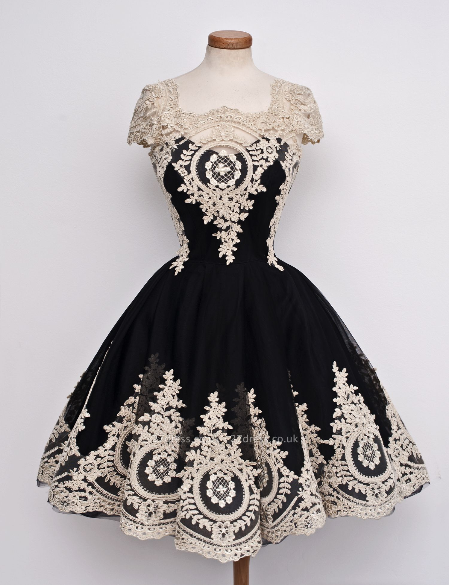 Luxury Black Cap Sleeve Homecoming Short With Lace Appliques