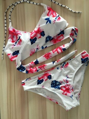 Sweet printed Flowers string Sexy Bikini Swimsuit Set_1