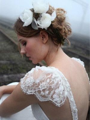 A-Line Sleeveless V-neck Floor-Length Lace Wedding Dresses UK_4