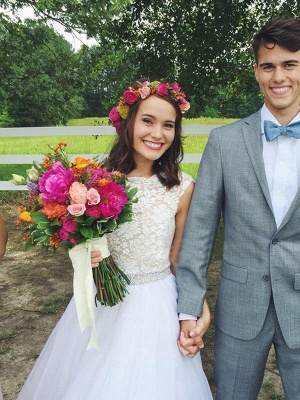 Scoop Neckline Lace Ball Gown Court Train Sleeveless Applique Wedding Dresses UK_4