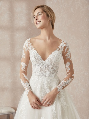 Elegant V-Neck Long Sleeve Wedding Dress A-line Lace Appliques Bridal Gowns_3
