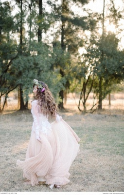 Delicate  Lace Appliques Wedding Dress Long Sleeve_4