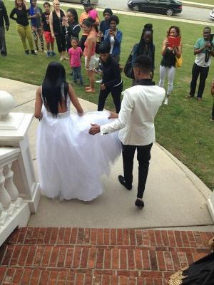 Elegant White Beadss Tulle Wedding Dress Halter Floor-length_3