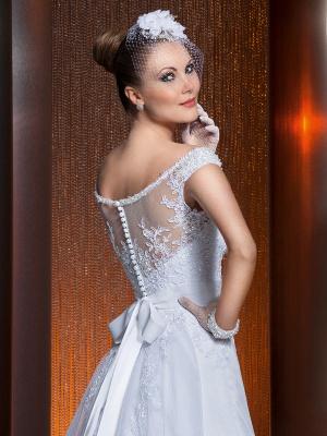 Gorgeous Scoop Neckline Lace Appliques A-Line Wedding Dress With Train_3