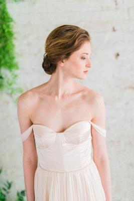 Elegant Off-the-shoulder A-line Wedding Dress  High Quality_3