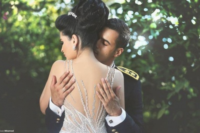 Gorgeous Beadss Tulle White Wedding Dress Ball Gown Straps Court Train_5