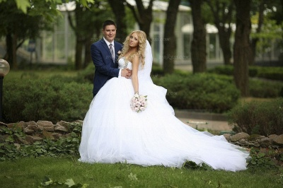 Crystal Tulle Ball Gown Wedding Dresses UK with Sweetheart Sleeveless Sequins Lace-up Court Train Bridal Gowns_6