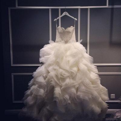 Elegant Ruffles Appliques Beadss Tulle Wedding Dress Spaghetti Strap_4