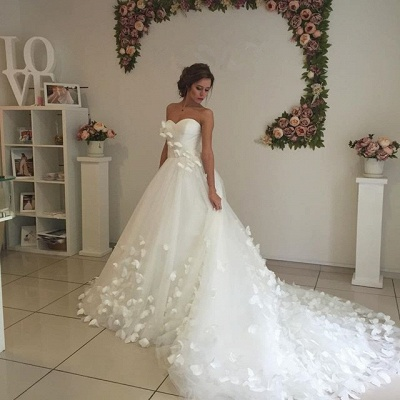 Gorgeous Sweetheart Flowers Wedding Dress With Train Tulle_4