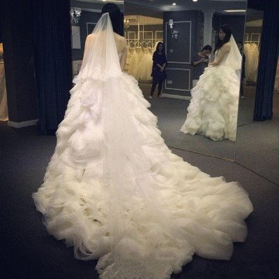 Elegant Ruffles Appliques Beadss Tulle Wedding Dress Spaghetti Strap_3