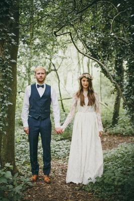 Elegant Long Sleeve Halter Wedding Dress Lace Open Back_2