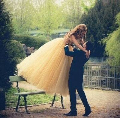 Elegant Tulle Sleeveless Wedding Dress Long Train Beadss_2