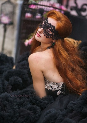 Luxury Appliques Ruffles Black Evening Dress UK Court Train Sleeveless_5