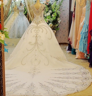 Luxurious Scoop Neckline Cap Sleeve Wedding Dress Ball Gown With Beadss Crystals_2