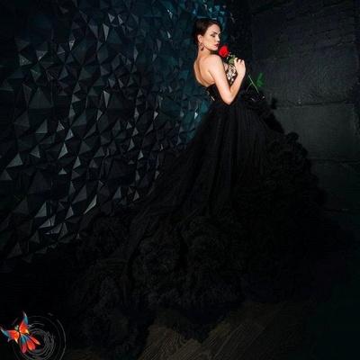 Luxury Appliques Ruffles Black Evening Dress UK Court Train Sleeveless_8