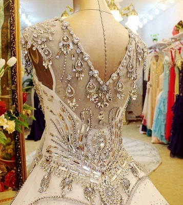 Luxurious Scoop Neckline Cap Sleeve Wedding Dress Ball Gown With Beadss Crystals_4