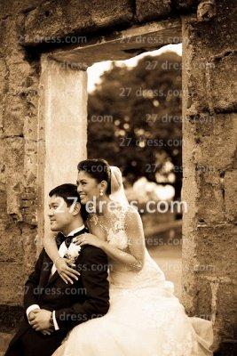 Train Lace Wedding Dresses UK Long Sleeves Elegant Ivory A-line Sheer Cheap Crew Neck Applique Chapel Bridal Gowns_5