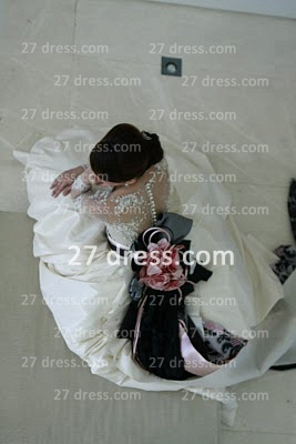 Elegant Lace Back Appliques A-Line Wedding Dresses UK Pearls Beaded Button Bridal Gown With Long Sleeves & Court Train_2