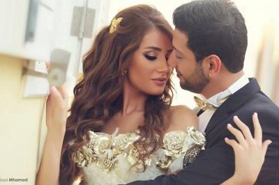 Delicate Off-the-shoulder  Flowers Wedding Dress Front Split_3